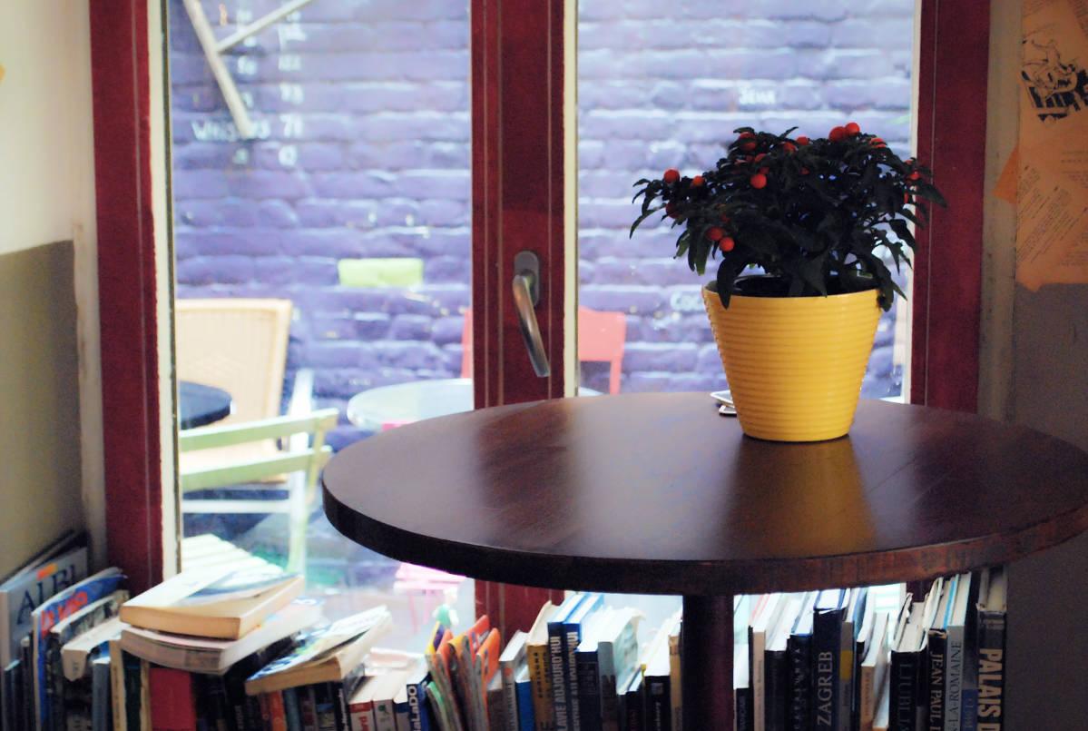 la patronne - bar librairie - lille