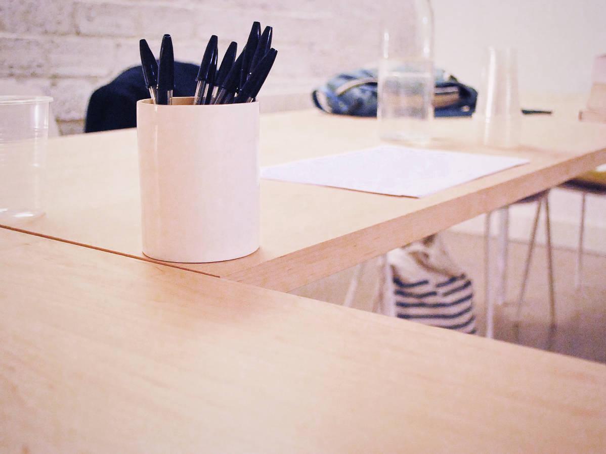 table stylo salle de cours